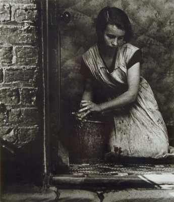 Bill Brandt - Young Housewife in Bethnal Green, 1937