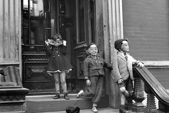 Helen Levitt - Children, 1940
