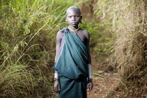 Niño Surma en el suroeste de Etiopía