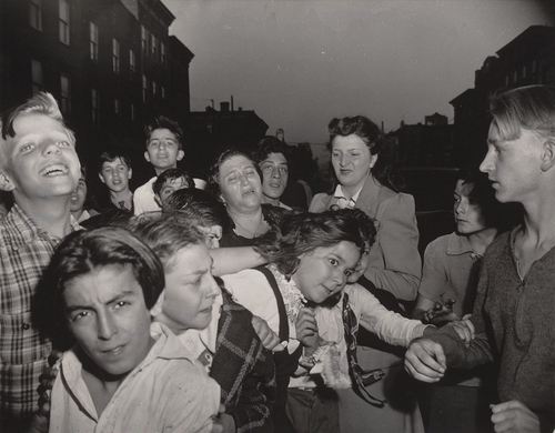 Weegee - Brooklyn schoolchildren see gambler murdered in street, 1941
