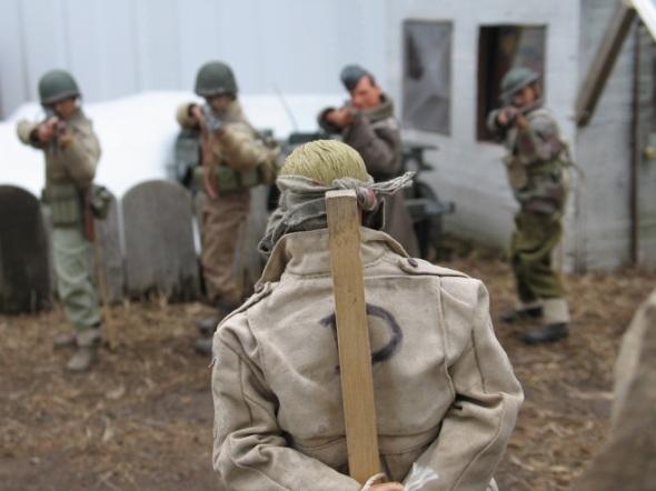Mark Hogancamp - Un espía nazi es ejecutado por un pelotón aliado