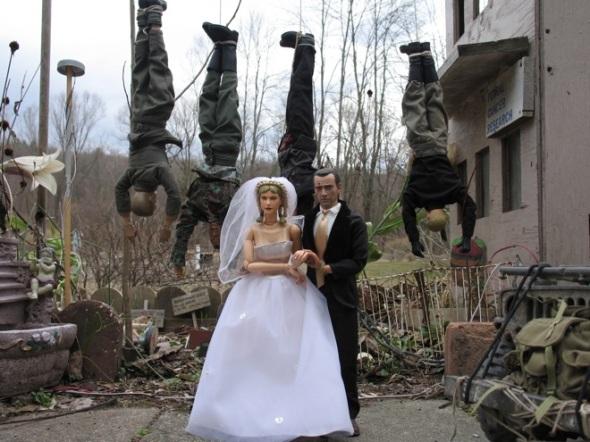 Mark Hogancamp - Hogie se casa con Anna enfrente de los SS que le capturaron