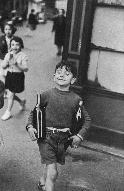 Henri Cartier-Bresson: Rue Mouffetard, 1954