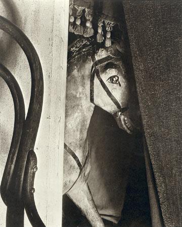 Manuel Álvarez Bravo - Caballo de madera, 1928-29