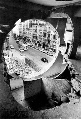 Gordon Matta-Clark: Conical Intersect, 1975