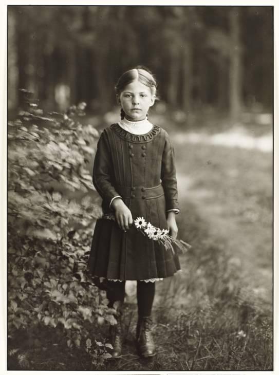 August Sander - Farm Girl, 1910