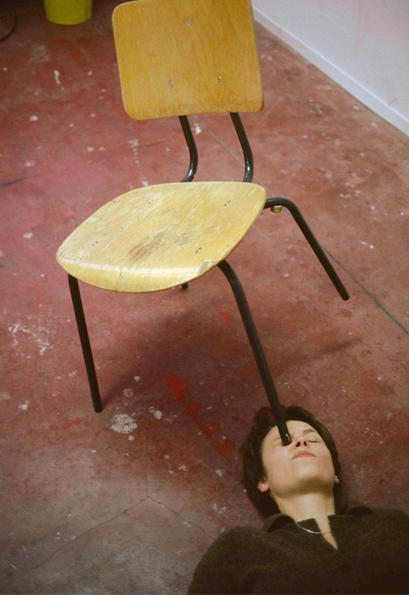 Erwin Wurm: One Minute Sculptures (1997)
